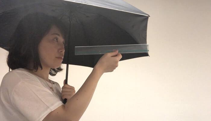 完全遮光日傘は、顔から30㎝を目安に使いましょう