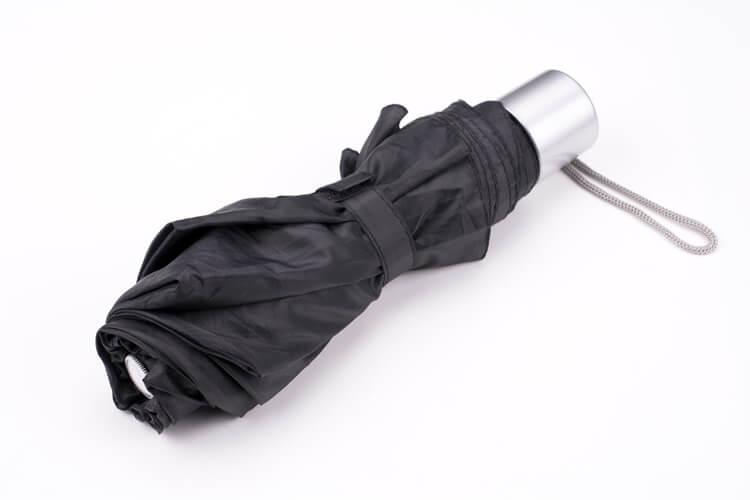 安価な日傘は黒色がオススメ