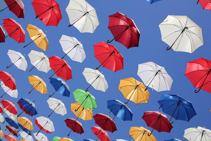 日傘の色による紫外線カット効果の違い