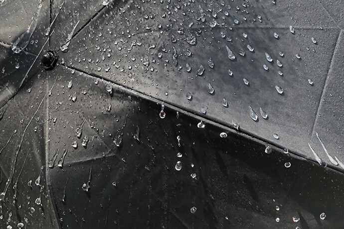 はっ水度4級、耐水度は2200mm以上の脅威の日傘
